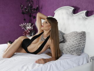 AngeAnna videochat shaved