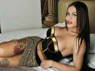 VenuzHot模特的性感個人頭像,邀請您觀看熱辣勁爆的實時攝像表演!