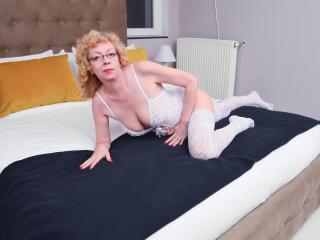 KarinaJones - 在XloveCam?欣赏性爱视频和热辣性感表演