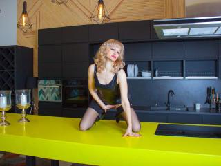 EllenMoore - 在XloveCam?欣賞性愛視頻和熱辣性感表演