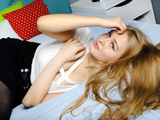 LolaBanny strip webcam