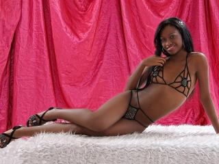 Фото секси-профайла модели AliceLatina, веб-камера которой снимает очень горячие шоу в режиме реального времени!