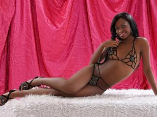 Hình ảnh đại diện sexy của người mẫu AliceLatina để phục vụ một show webcam trực tuyến vô cùng nóng bỏng!