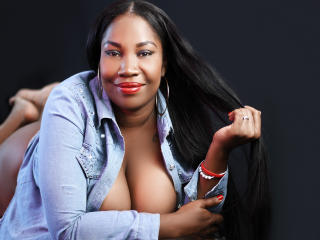 Photo de profil sexy du modèle AynaGress, pour un live show webcam très hot !