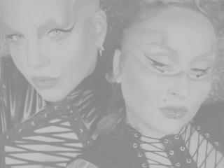 Seksikäs profiilivalokuva CandyVSBritanyTS kuumaa webcam live show'ta varten!