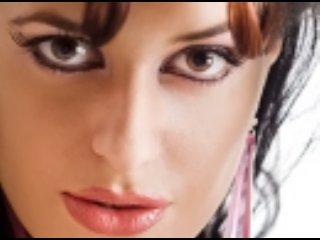Poza sexy de profil a modelului ExoticTaste, pentru un intens show webcam live !