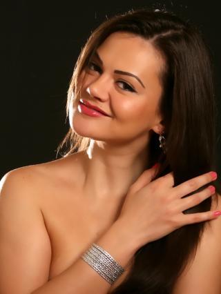 Poza sexy de profil a modelului Fetish69, pentru un intens show webcam live !