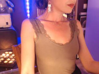 Foto de perfil sexy da modelo MaitresseCerise, para um live show muito quente!