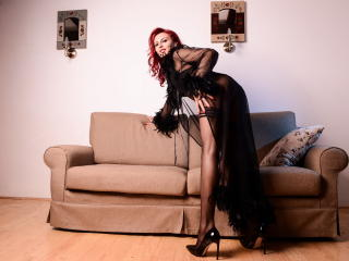 Picture of the sexy profile of SaraLongLegs, for a very hot webcam live show !