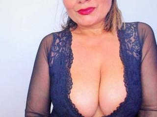 Foto de perfil sexy de la modelo SweetMonique69, ¡disfruta de un show webcam muy caliente!