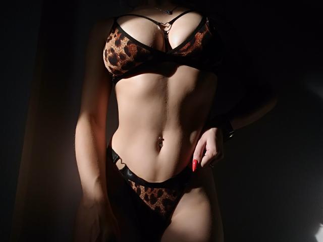 AmiraMia szexi modell képe, a nagyon forró webkamerás élő show-hoz!