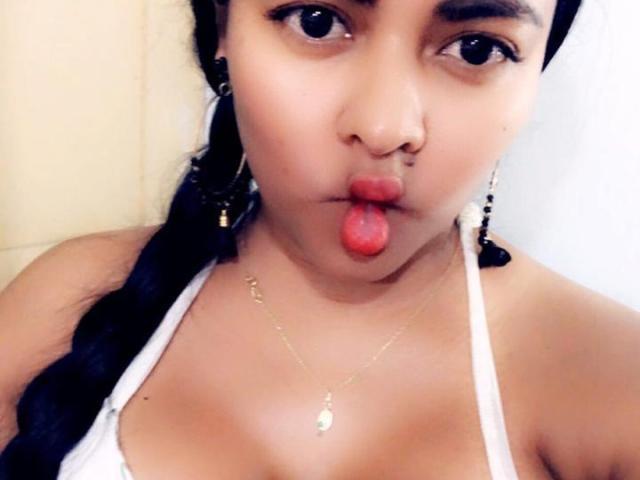 Hình ảnh đại diện sexy của người mẫu LovelyDhara để phục vụ một show webcam trực tuyến vô cùng nóng bỏng!