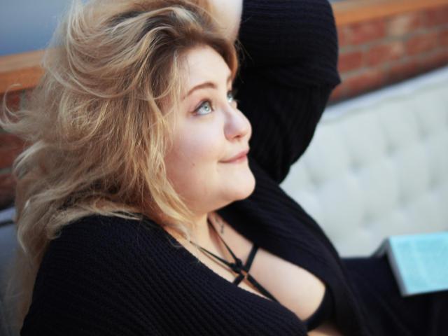 Photo de profil sexy du modèle LushLey, pour un live show webcam très hot !