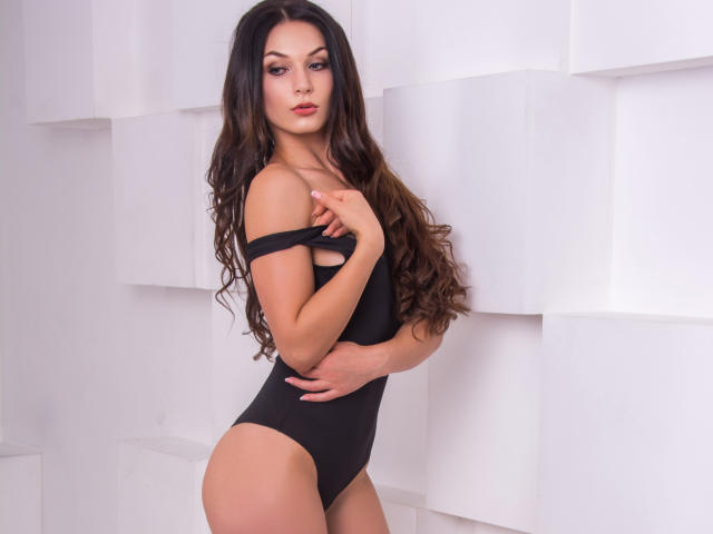 Photo de profil sexy du modèle MelanieK, pour un live show webcam très hot !