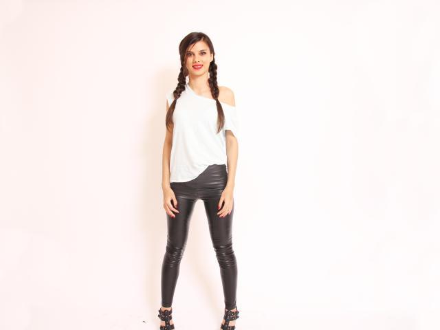Foto de perfil sexy de la modelo SensualAry, ¡disfruta de un show webcam muy caliente!