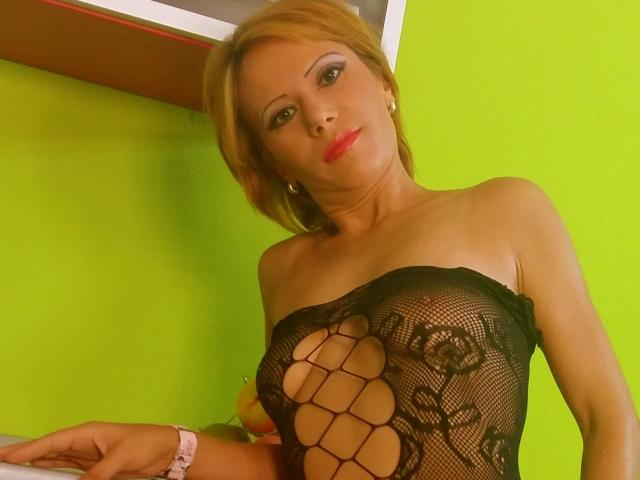Picture of the sexy profile of SensuelleAnne, for a very hot webcam live show !