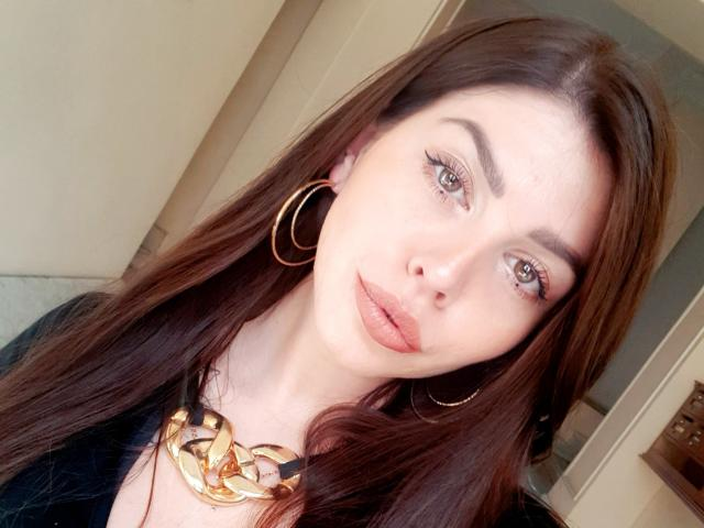Фото секси-профайла модели ValeriMair, веб-камера которой снимает очень горячие шоу в режиме реального времени!
