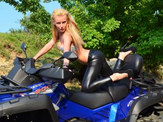 SexyEvitta - Sexy live show with sex cam on XloveCam