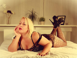 BlondeLorelleTease - Sexy live show with sex cam on XloveCam