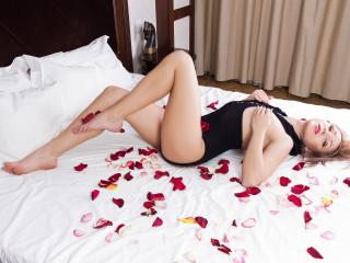 SerennaLove - Sexy live show with sex cam on XloveCam