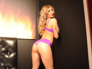 ChrisAniston - Sexy live show with sex cam on XloveCam