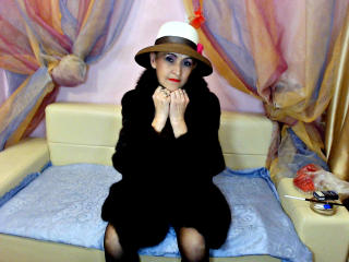 MatureInBed - Sexy live show with sex cam on XloveCam