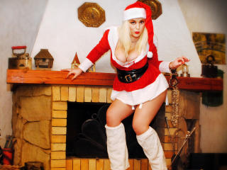 BlondeReine - Sexy live show with sex cam on XloveCam®