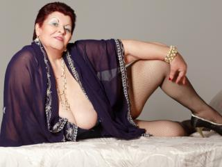 MatureMaidenX - Web cam sex with a full figured MILF