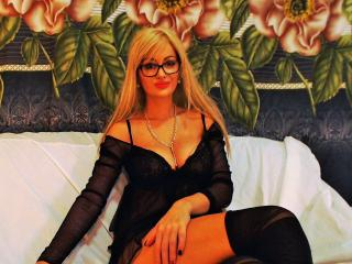 TresChaudeBlonde - Chat exciting with this shaved private part Girl