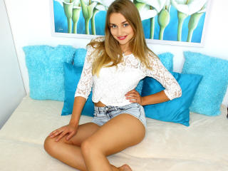 Sexy nude photo of KamillaQ