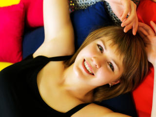 CarolBBSweet girl dancing live on webcam