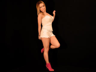YummyEva - Sexy live show with sex cam on XloveCam®