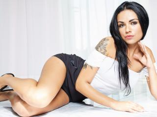EmilyQueen - online chat hard with this average body Young and sexy lady