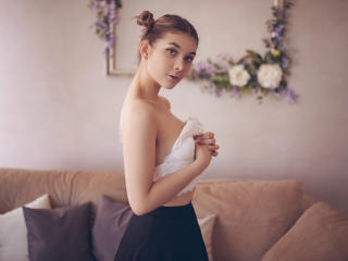 SonyaSparkle - Web cam hot with this Sexy girl with small breasts