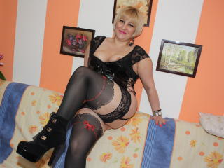 SquirtRoxxy - Live chat sexy with a being from Europe Lady over 35