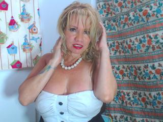 DayannaHott - Live cam xXx with this blond Horny lady