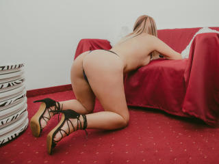 WideDelightX - Live cam hot with a standard body MILF
