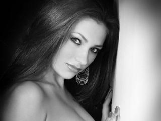 Sexy nude photo of EmiliRouse