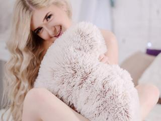 PlayHotGirl - Sexy live show with sex cam on XloveCam®