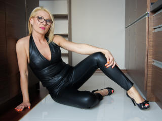 HotLORI - Webcam live nude with a shaved intimate parts MILF