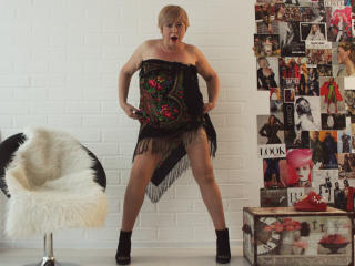 VeronikaElegant - online chat exciting with this fair hair Sexy mother