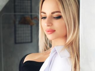 EmiliaBon - Video chat x with this European Young and sexy lady