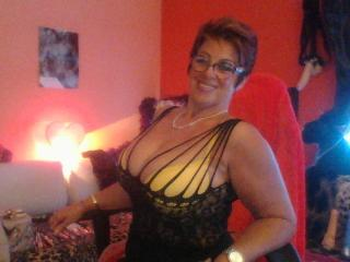 Bettina - Web cam intime avec une MILF (Mother I'd Like to Fuck) ayant une grosse poitrine