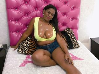 CamlindsayEbonyy - Chat xXx with a dark-skinned Lady over 35