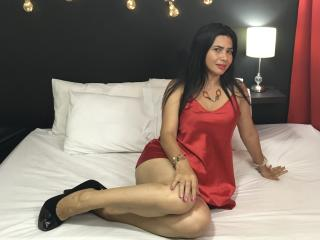 RosseWithe - Chat cam sexy with this Hard MILF with regular melons