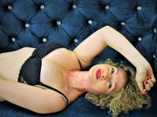 Kattalina - Webcam sexy with this shaved private part Horny lady