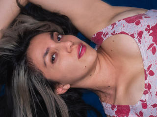 Photo de profil sexy du modèle HeidyMiller, pour un live show webcam très hot !