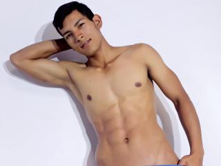 Poza sexy de profil a modelului MateoSantos, pentru un intens show webcam live !