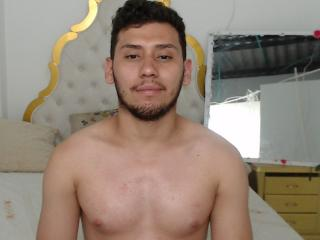 Picture of the sexy profile of Juanes, for a very hot webcam live show !