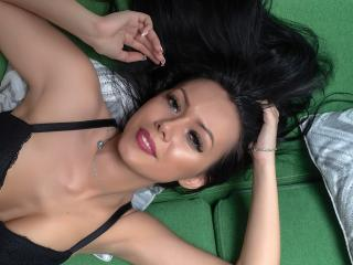 Picture of the sexy profile of MissLoren, for a very hot webcam live show !